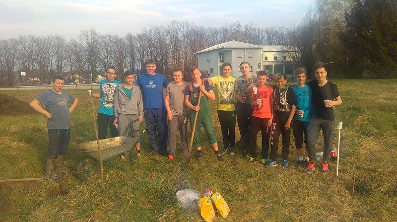 """Učenici UZ """"Jelenak"""" zasadili prve sadnice"""